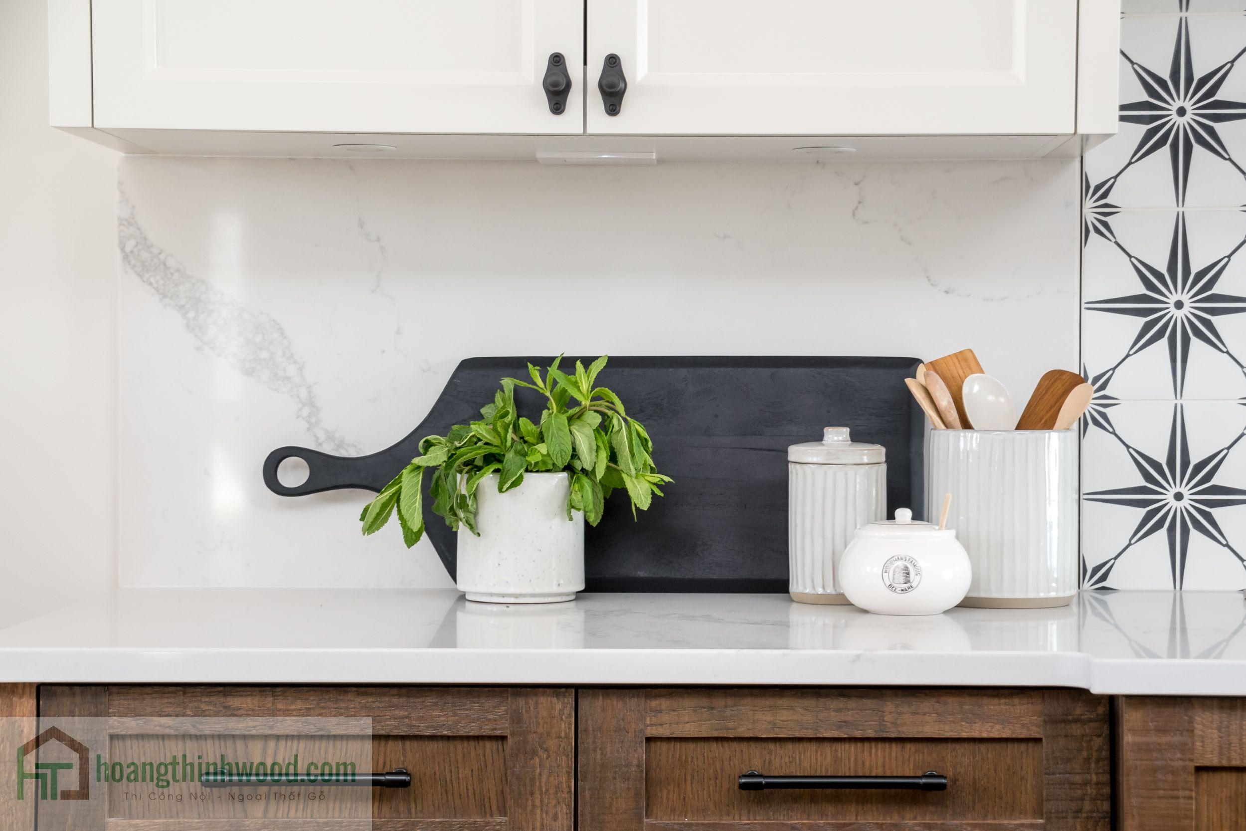 tủ bếp gỗ tự nhiên màu nâu